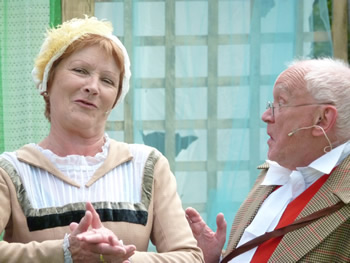 Maria (Judy Garrett) and Sir Toby (Michael J Smith)